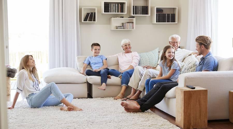 familia-sofa
